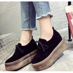 Стилни обувки с дебели подметки