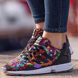 Дамски спортни обувки за лятото – дизайн за неподражаем стил