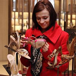 Колко чифта обувки би трябвало да има една жена?