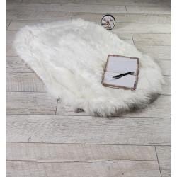 Пухкаво кожно килимче в бяло
